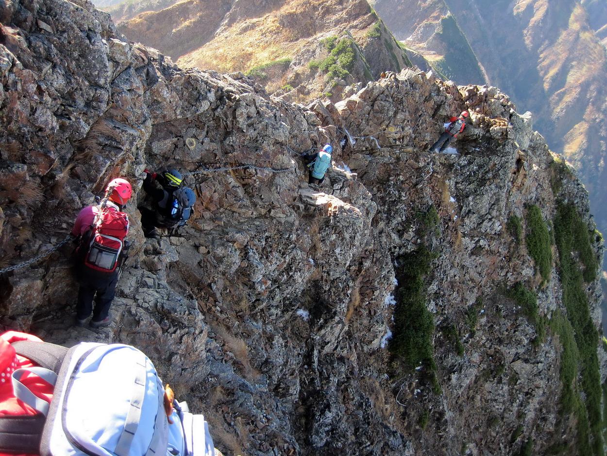 2日目唐松岳から五竜への難関、牛首を通過中