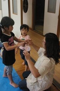 09/08/01 こまのたけちゃん事前交流会「こまを作ってまわして遊んじゃおう!」